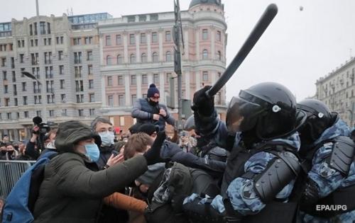 В Сети опубликовали новую карикатуру на протесты в России