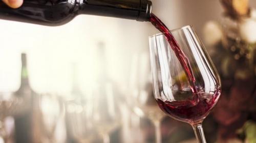 Работа мечты: компания ищет людей, готовых пить вино за деньги