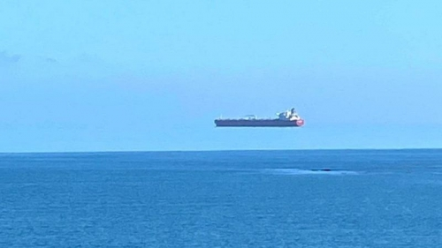 Корабль завис в небе: Сеть удивила новая оптическая иллюзия