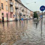 Соцсети фотожабами отреагировали на потоп на Львовщине