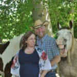 Смеющаяся лошадь стала главной звездой семейной фотосессии