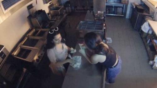 В США пьяные девушки ради пельменей ворвались в закрытый ресторан